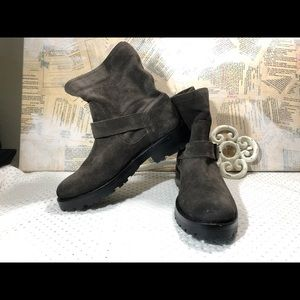 NWOT Frye Engineer Short Leather Suede Boots